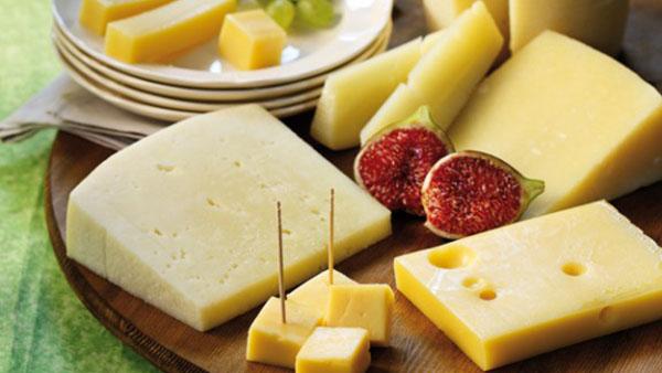 5 αγαπημένα κίτρινα τυριά + 5 τρόποι να τα απολαύσεις