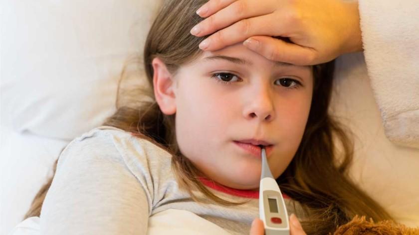 Ποια είναι τα στάδια του παιδικού πυρετού και τι πρέπει να κάνετε για την αντιμετώπισή τους