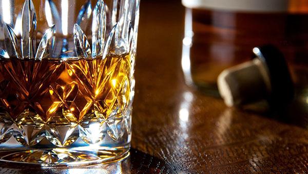 Το τρικ που πρέπει να ξέρει κάθε λάτρης ενός καλού ουίσκι..!