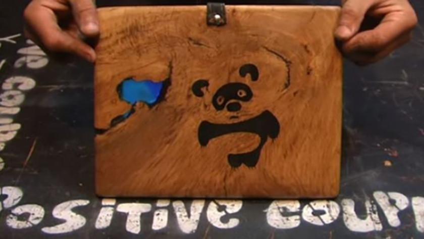 Πήρε ένα κομμάτι ξύλο κι έφτιαξε κάτι φανταστικό!! (VIDEΟ)