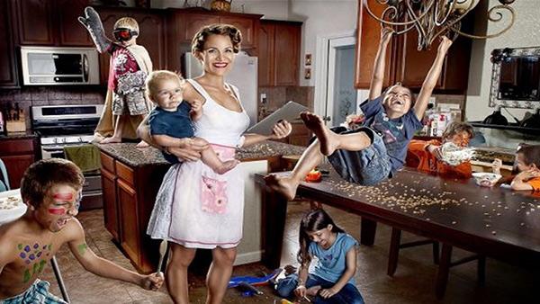 Μανούλες ακούστε: υπολογίστηκε πόσος θα έπρεπε να είναι ο μισθός της μαμάς!