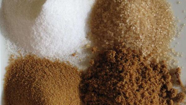 Ξέρετε ότι μπορείτε να φτιάξετε οι ίδιοι τη δική σας καστανή, μαύρη και άχνη ζάχαρη;