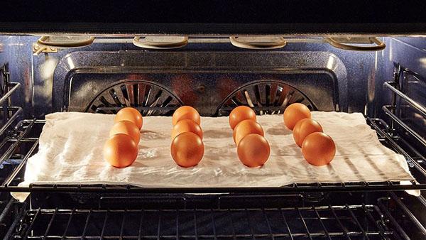 Βραστά αυγά στο…φούρνο!!Το κόλπο για τέλεια αυγά – δε σπάνε και ξεφλουδίζονται πανεύκολα!