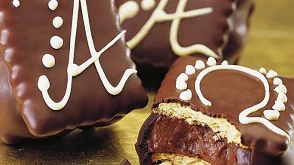 Πεντανόστιμα παστάκια με πτι μπερ γεμιστά με κρέμα σοκολάτας