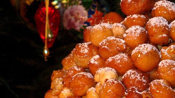 Struffoli: ιταλικά Χριστουγεννιάτικα Λουκουμαδάκια με σιρόπι μελιού!