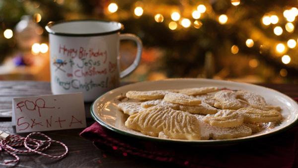 Πρωτοχρονιάτικα Μπισκότα βουτύρου για τον Άη Βασίλη και τους μικρούς…βοηθούς του!