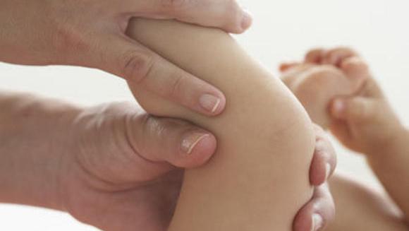 Οδηγίες για να κάνετε χαλαρωτικό μασάζ στο μωρό σας.