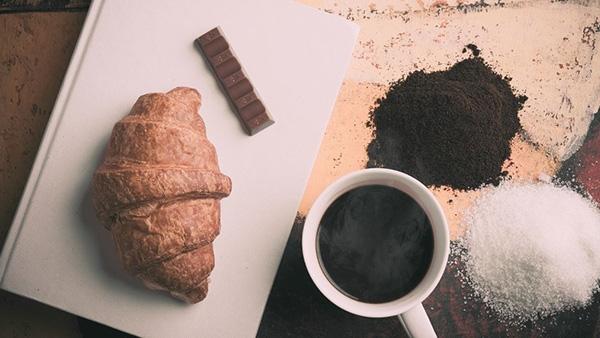 Οι 4 πρωινές συνήθειες που σε παχαίνουν