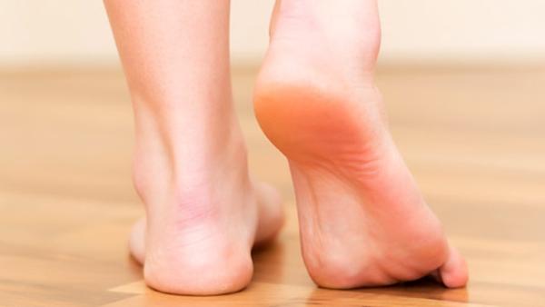 Γιατί ΔΕΝ πρέπει να πατάτε ξυπόλυτοι στο μπάνιο!