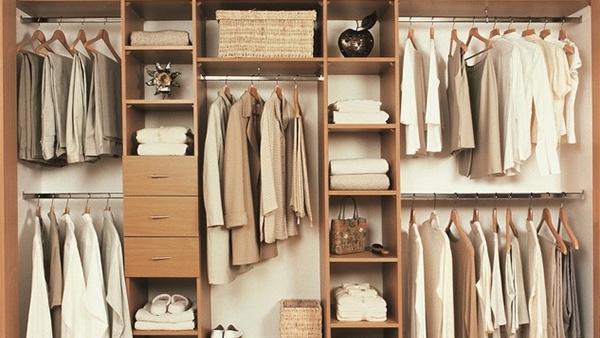 Οργανώστε τέλεια τη ντουλάπα σας σε 6 απλά βήματα