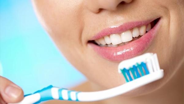 Τα λάθη που πιθανόν κάνεις στο πλύσιμο των δοντιών