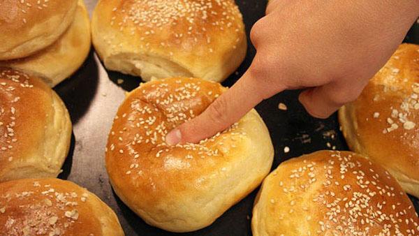 Μαλακά ψωμάκια για χάμπουργκερ (βήμα βήμα)