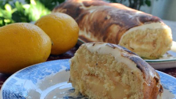 Αφράτη λεμονόπιτα σε ρολό γεμισμένο με αρωματική λεμονάτη κρέμα!