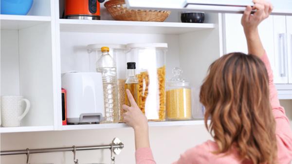 6 Σημεία Αποθήκευσης που Ξεχνάτε ότι Έχετε στην Κουζίνα σας