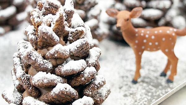 """Θα ξετρελαθείτε με αυτές τις χιονισμένες """"κουκουνάρες"""" με σοκολάτα και δημητριακά που τρώγονται!"""