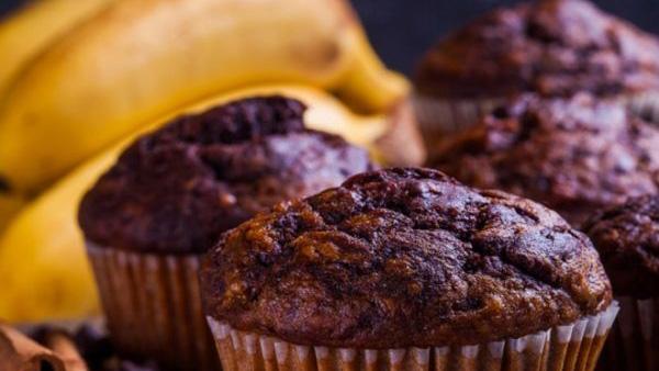 Super εύκολα κεκάκια μπανάνα σοκολάτα ΧΩΡΙΣ ΑΛΕΥΡΙ και ΖΑΧΑΡΗ!! (video)