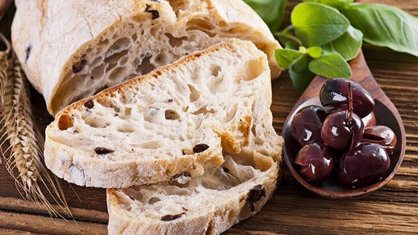 2 έξυπνοι τρόποι για να κάνετε το μπαγιάτικο ψωμί ξανά φρέσκο