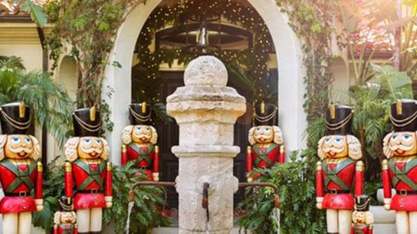 Υπερπαραγωγή η χριστουγεννιάτικη διακόσμηση της Κris Jenner