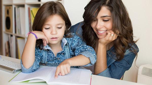 Πόση ώρα την ημέρα πρέπει να διαβάζετε με το παιδί σας σύμφωνα με τους παιδαγωγούς;