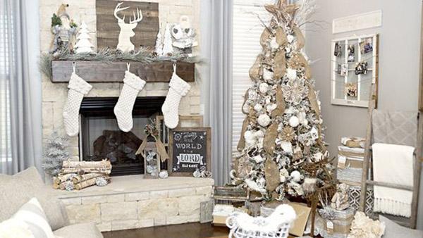 Μεγαλοπρεπής Χριστουγεννιάτικη διακόσμηση στα Λευκά!