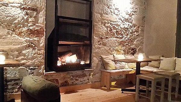 7 χουχουλιαστά café στην Αθήνα υποδέχονται το χειμώνα σε παραμυθένιο ντεκόρ