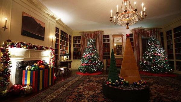 Ο Λευκός Οίκος στολίστηκε απίστευτα για τα Χριστούγεννα!