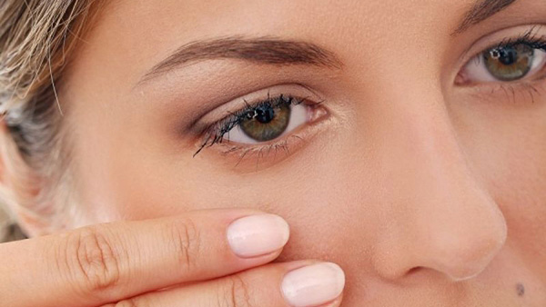 Γιατί «πετάει» το μάτι μας; Όχι, δεν σημαίνει ότι θα δούμε κάποιον!