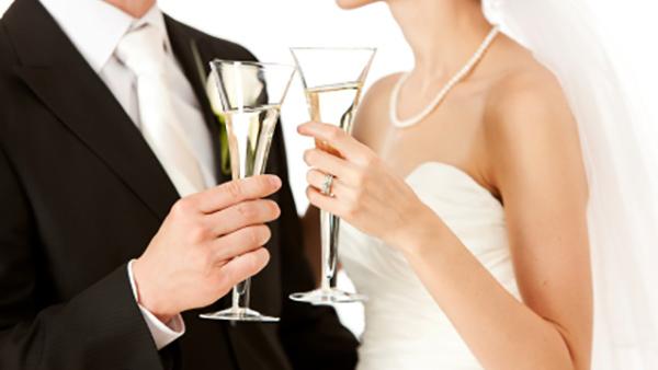 Το κρασί του γάμου! Τι να έχετε κατά νου πριν επιλέξετε.