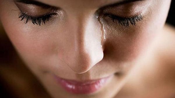 Είναι κακό να κλαίω μπροστά στο παιδί μου; Τι λένε οι ειδικοί παιδοψυχολόγοι;