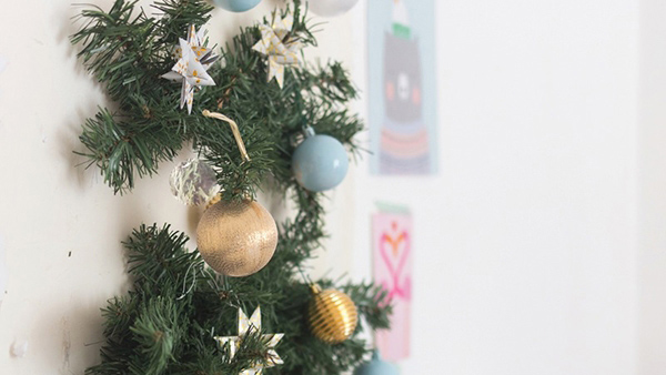 DIY: φτιάξτε πανεύκολο Χριστουγεννιάτικο Δέντρο που δε μοιάζει στα άλλα!