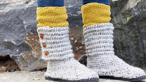 DIY βήμα βήμα πλεκτά μποτάκια για το χειμώνα με..ένα ζευγάρι σαγιονάρες (video)