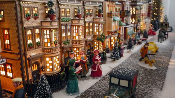 ΔΩΡΕΑΝ πατρόν για να φτιάξετε ένα ονειρεμένο Χριστουγεννιάτικο Χωριό από Χαρτόνι!