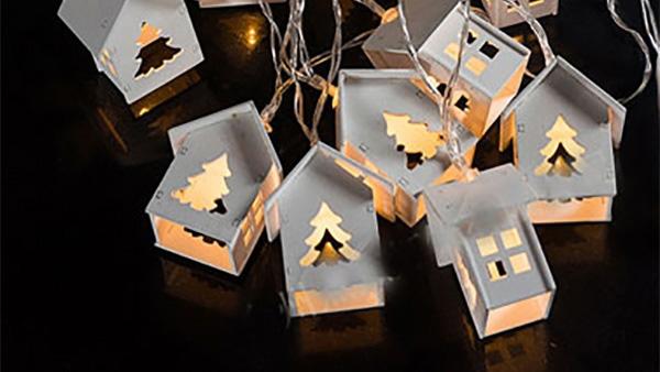 DIY – Γιορτινή γιρλάντα με χριστουγεννιάτικα φωτάκια σε σχήμα σπιτιών!