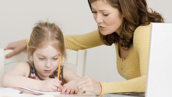 Γιατί ενώ διαβάζει στο σπίτι, δεν αποδίδει στο σχολείο; Συμβουλές για την καθημερινή μελέτη των παιδιών στο σπίτι