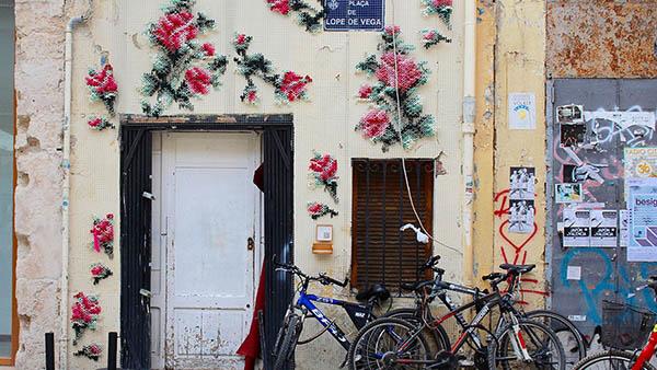 ΥΠΕΡΟΧΟ! Μαδρίτη: μια πόλη με τοίχους «κεντημένους» σταυροβελονιά!