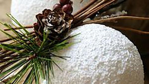 Φτιάξτε υπέροχες και οικονομικές Χριστουγεννιάτικες Μπάλες σαν Χιονισμένες με…Αλάτι!