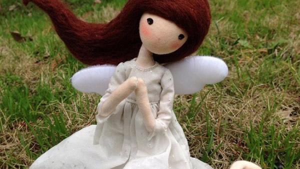 Φανταστικό DIY: παίρνει μια Συρμάτινη Κρεμάστρα και φτιάχνει αυτήν την Υπέροχη Κούκλα!