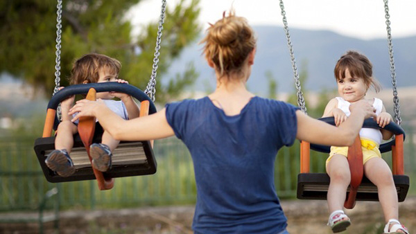 Μεγαλώνετε μόνες τα παιδιά σας; Μην πελαγώνετε! Συμβουλές επιβίωσης για single mothers!