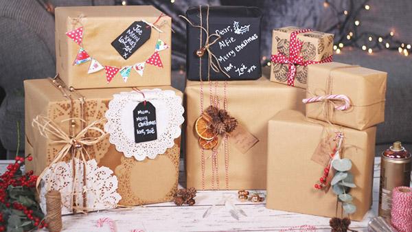 Οι πιο πρωτότυπες DIY ιδέες για να τυλίξετε τα δώρα των γιορτών με φυσικά υλικά!