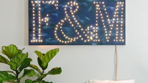 DIY υπέροχο φωτεινό μονόγραμμα για τον τοίχο!