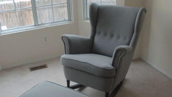 Δείτε πώς μπορείτε να Μετατρέψτε πανεύκολα μια Απλή Πολυθρόνα σε Κουνιστή!