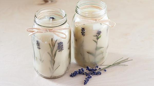Πώς να φτιάξετε μόνοι σας όμορφα κεριά με αποξηραμένα λουλούδια! Μια πολύ ωραία ιδέα για το σπίτι σας!