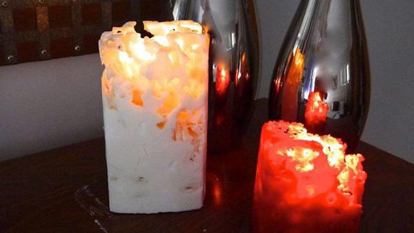 Δείτε βήμα βήμα πώς να φτιάξετε κεριά με τη βοήθεια πάγου!