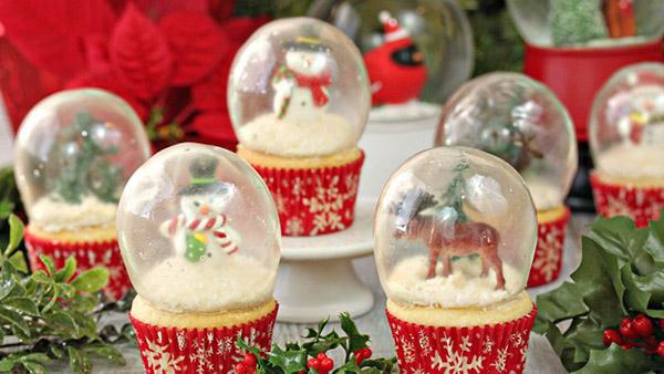 ΑΠΙΣΤΕΥΤΗ ΧΡΙΣΤΟΥΓΕΝΝΙΑΤΙΚΗ ΙΔΕΑ!! Cupcakes με Χιονόμπαλες από Ζελατίνη που τρώγονται!!