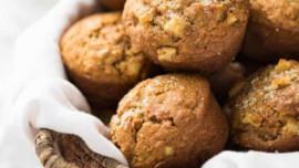 Πανεύκολα muffins με μήλο και κανέλα (χωρίς μίξερ)