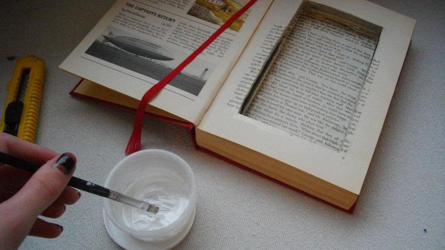 DIY: πάρε το αγαπημένο σου vintage βιβλίο και φτιάξε το πιο μοδάτο τσαντάκι!