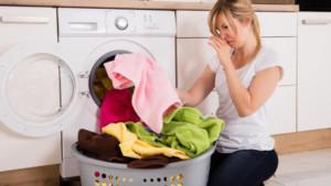 Πώς θα σταματήσουν οι πετσέτες να μυρίζουν μούχλα με μία απλή πλύση;